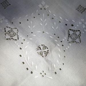 Τραπεζομάντηλο λευκό καρέ χειρός λευκό 1950 περίπου