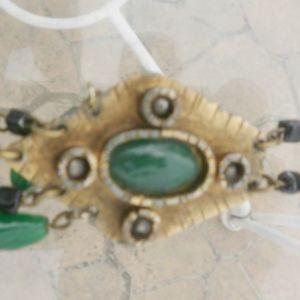 Καρφίτσα με 5 πράσινες πέτρες, σκαλιστή, και κούμπωμα από πίσω, πανέμορφο κομμάτι.