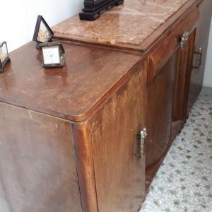 Έπιπλο κρεβατοκαμαρας με δύο κομοδίνα του 1930 μασιφ ξύλο με μάρμαρο