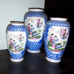 Τρία κινέζικα, πορσελάνινα βάζα, σετ, αντίκα, ζωγραφισμένα στο χέρι.