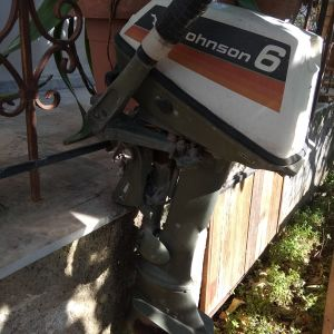 Πωλείται εξωλεμβια μηχανή Johnson μεταχειρισμένη σε καλη κατάσταση κοντολαιμη..