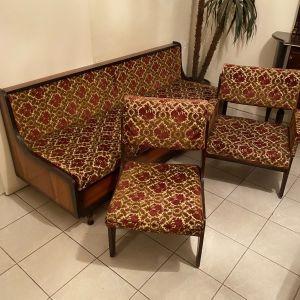 Καναπές καρέκλες τραπεζάκι