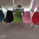 καρέκλες τραπέζια