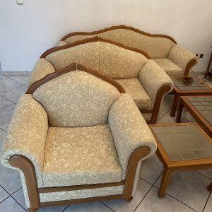 Καναπέδες σαλονιού (3,2 και Πολυθρόνα) και τρία τραπεζάκια σαλονιού