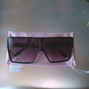 Μαύρα γυαλιά ηλίου μάρκας Zerouv και τύπου oversized