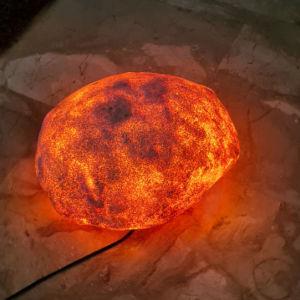 Φωτιζομενη πετρα