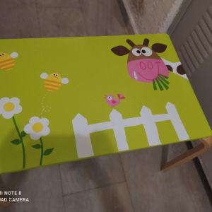 παιδικό τραπέζι