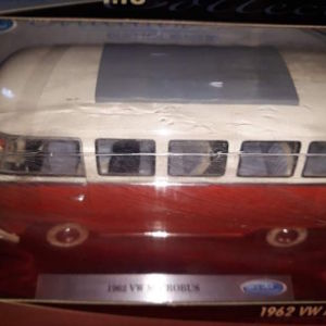 1962 VW MICROBUS / WELLY / 1:18 - RED/CREAM
