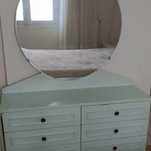 Συρταριέρα με καθρέπτη