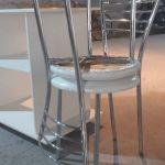 Δύο καρέκλες ιταλικές, δερμάτινη με inox, σε άριστη κατάσταση. Κάθε μία 30 ευρώ.