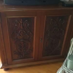 Έπιπλο τηλεόρασης ξύλινο σκαλιστό στο χέρι