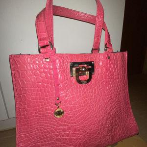 DKNY δερμάτινη τσάντα