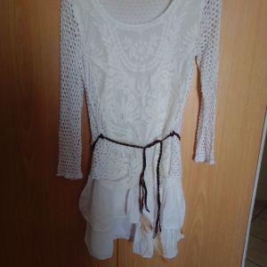 Φορεματακι νεανικό άσπρο με δαντέλα.και καφέ δερμάτινο ζωνακι αφορετο