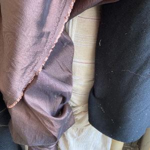 Υφάσματα σε ρολο βιοτεχνία ρούχων που έκλεισε