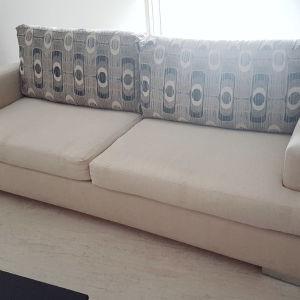 Μπεζ τριθεσιος καναπές με αποσπώμενα μαξιλάρια