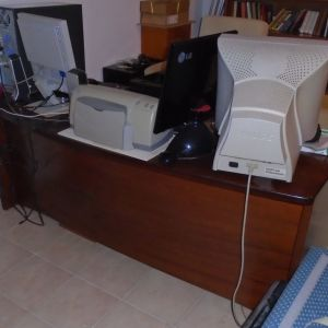 Ξύλινο γραφείο  , σε χρώμα σκούρα καρυδιά