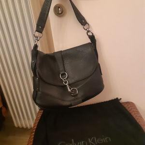 Δερμάτινη τσάντα Calvin Klein
