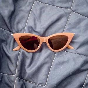 ολοκαίνουρια γυαλιά ηλίου