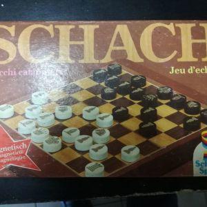 Παλιό παιχνίδι μαγνητικού σκακιού.