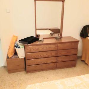 Πωλείται κρεββατοκαμαρα σετ δύο κομοδίνα συρταριερα καθρέφτης σκαμπό