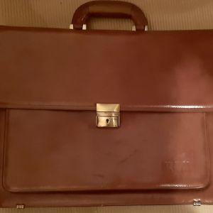Φοβερή Προσφορά!!!Εξ'ολοκλήρου δερμάτινη καφέ τσάντα , εξαιρετικής ποιότητας.