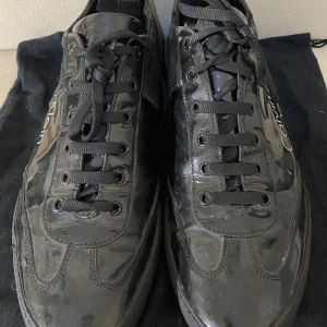 extremely gorgeous genuinely leather sneakers by Calvin Klein made in Italy size 44 in excellent condition