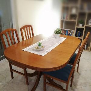 Τραπεζαρία με 4 καρέκλες!!