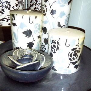 Διακοσμητικά κεριά σε άσπρο μαύρο.