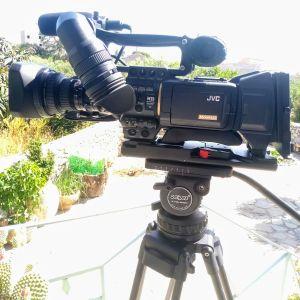 Πωλείται video camera JVC 200 με τα παρελκόμενα
