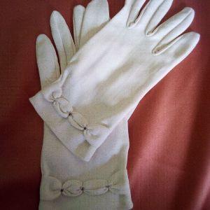 Vintage νυφικά λευκά γάντια.