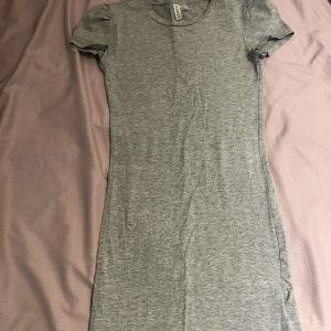 Πωλείται φόρεμα hm
