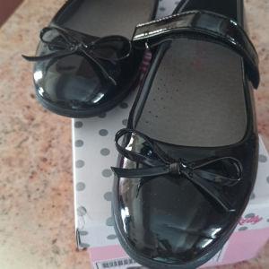 Παπούτσια νούμερο 35 για κορίτσι