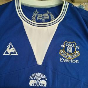 Επετειακή φανέλα Everton 2009-10.