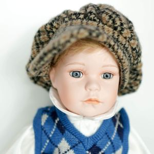 Όμορφο πορσελάνινο, ψηλό αγοράκι-κούκλα Γερμανίας