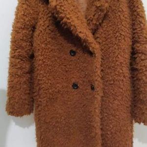 Πωλείται πανωφόρι πολύ ζεστό κ πρακτικό small νούμερο ελάχιστα φορεμένο 25€!