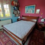 Διπλό ξύλινο κρεβάτι
