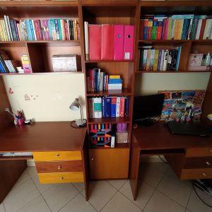 Γραφεία με ράφια και βιβλιοθήκη