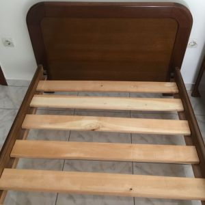 2 μονά ξύλινα κρεβάτια με στρώματα