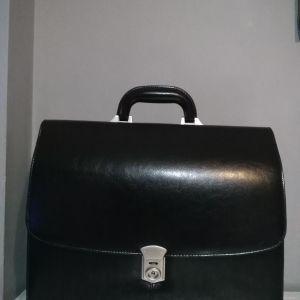 Επαγγελματική δερμάτινη τσάντα
