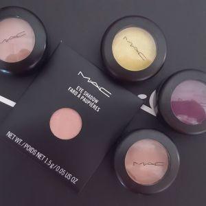 MAC Eyeshadow σε διάφορα χρώματα