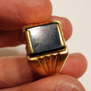 Χρυσό δαχτυλίδι 18Κ με όνυχα, 7.48γρ.