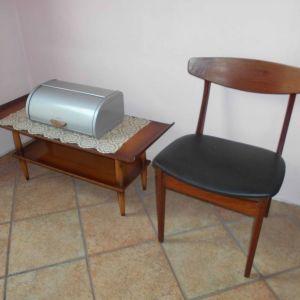 Παλιό Τραπεζάκι (1Χ0,40Χ0,42 Υψ), Ξύλινη Καρέκλα (0,48Χ0,43Χ0,85 Ύψ) & Ψωμιέρα Μεταλλική, Όλα Μαζί.