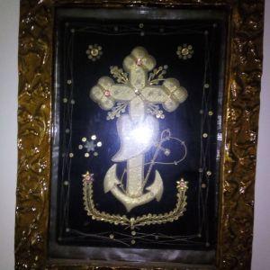 Παλιά κορνίζα μα κεντητό σταυρό από ασημένια κλωστή
