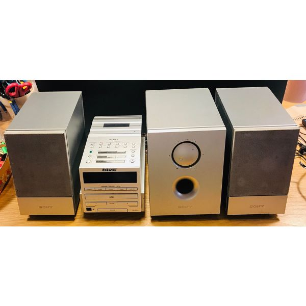 Sony compact disc player me radiofono ke kaseta me 2 ichia ke Subwoofer se aristi katastasi montelo PMC- DR70 L