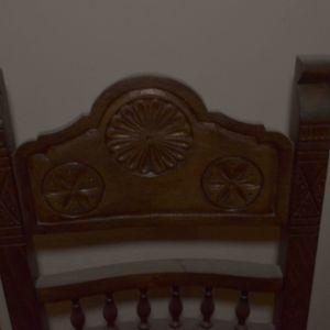 Ξυλόγλυπτη Καρέκλα