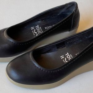 VOI & NOI  ΧΕΙΡΟΠΟΊΗΤΑ ΙΤΑΛΙΚΑ δερμάτινα ανατομικά γυναικεία παπούτσια, μεταχειρισμένα ΣΕ ΑΡΙΣΤΗ ΚΑΤΑΣΤΑΣΗ. Νούμερο 36