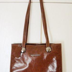 Πωλείται τσάντα δερμάτινη Leather Thiros  σκούρο καφέ 25 ευρώ πληροφορίες inbox !!!