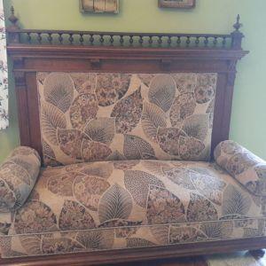 Ξύλινος καναπές αντίκα