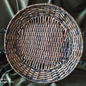Vintage rattan πλεκτή πιατέλα με μεταλλικό σκελετό