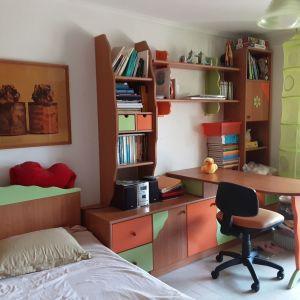 Ευκαιρία! Πλήρες, καινούριο παιδικό δωμάτιο πωλείται λόγω μετακόμισης (ημίδιπλο κρεβάτι, σύνθεση βιβλιοθήκης-γραφείου, έπιπλο μπουντουάρ)